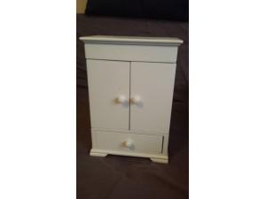 Boîte à bijoux blanche en bois en forme d'armoire 1 tiroir et 2 portes avec coffre en haut