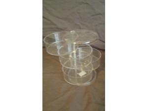 Boîtes en plastique transparent empilées