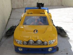 Voiture action man jaune et bleue avec 1 action man