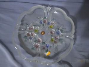 Coupe plate en verre décoré