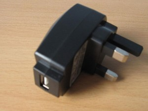 Adaptateur USB 220 prise UK - Prise USB / secteur 220V norme Anglaise