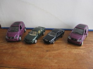 Lot de 4 voitures Mercedes