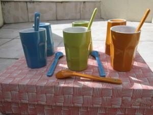 6 tasses et cuillères