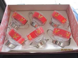 6 tasses décor rouge et fleurs jaunes