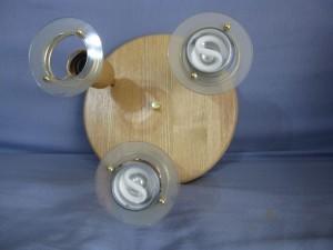 Plafonnier en bois clair avec 3 spots orientables
